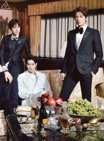 Tags: K-Pop, CNBLUE, Lee Jong-hyun, White Jacket, Alcohol, Black Pants, Grapes, Bow Tie, White Pants, White Outerwear, Black Jacket, Couch