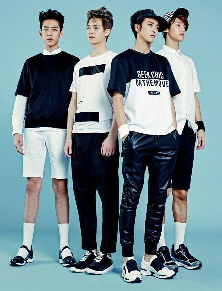 Tags: K-Pop, CNBLUE, Jung Yong-hwa, Kang Min-hyuk, Lee Jung-shin, Lee Jong-hyun, Black Headwear, White Shorts, Shoes, White Footwear, Sneakers, White Legwear