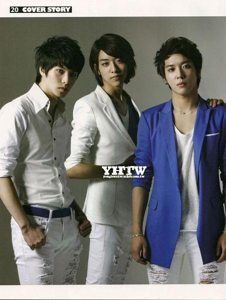 Tags: K-Pop, CNBLUE, Lee Jung-shin, Lee Jong-hyun, Jung Yong-hwa, Necklace, Blue Jacket, Gray Background, Bracelet, Three Males, Blue Outerwear, White Jacket