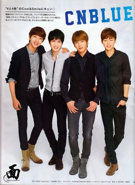Tags: K-Pop, CNBLUE, Lee Jung-shin, Lee Jong-hyun, Jung Yong-hwa, Kang Min-hyuk, Bracelet, Black Pants, Japanese Text, Arm Around Shoulder, Black Jacket, Four Males