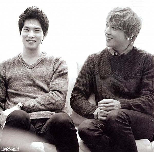 Tags: K-Pop, CNBLUE, Lee Jong-hyun, Jung Yong-hwa, Black Pants, Duo, Light Background, Black Eyes, White Background, Gray Hair, Looking Away, Sweater