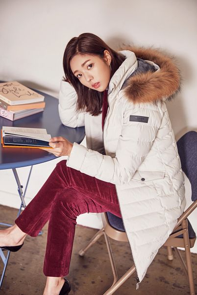 Tags: K-Drama, Chae Soo-bin, Chair, Arm Support, Serious, White Outerwear, Book, Open Book, Crossed Legs, Fur, Sitting On Chair, Fur Trim
