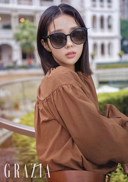 Tags: K-Drama, Chae Soo-bin, Brown Outfit, Glasses, Sunglasses, Belt, Serious, Brown Dress, Magazine Scan, Grazia Korea