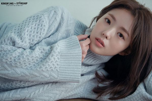 Tags: K-Drama, Chae Soo-bin, Serious, Laying Down, Sweater, Collar (Clothes), Turtleneck, Blue Shirt, English Text