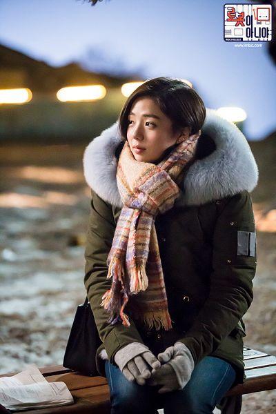 Tags: K-Drama, Chae Soo-bin, Coat, Fur, Night, Gloves, Fur Trim, Korean Text, Sitting On Bench, Scarf, Medium Hair, Text: Series Name