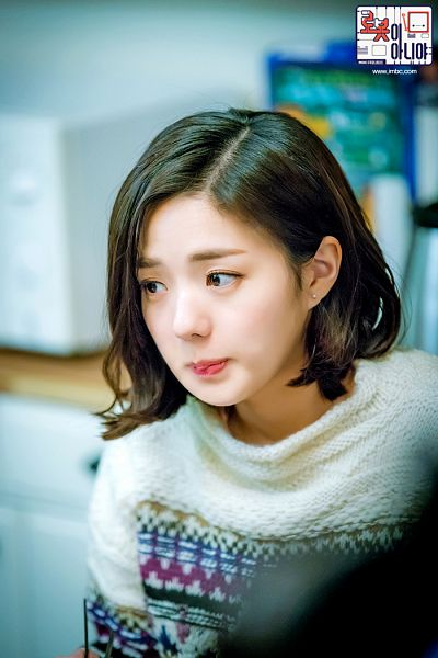 Tags: K-Drama, Chae Soo-bin, Korean Text, Medium Hair, Text: Series Name, Sweater, I'm Not a Robot
