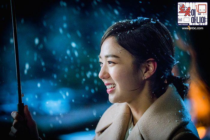 Tags: K-Drama, Chae Soo-bin, Ponytail, Night, Medium Hair, Korean Text, Coat, Text: Series Name, Umbrella, Snow, Brown Outerwear, Hair Up