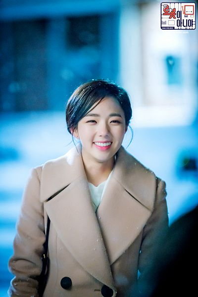 Tags: K-Drama, Chae Soo-bin, Coat, Korean Text, Text: Series Name, Hair Up, Brown Outerwear, Ponytail, Medium Hair, Night, I'm Not a Robot