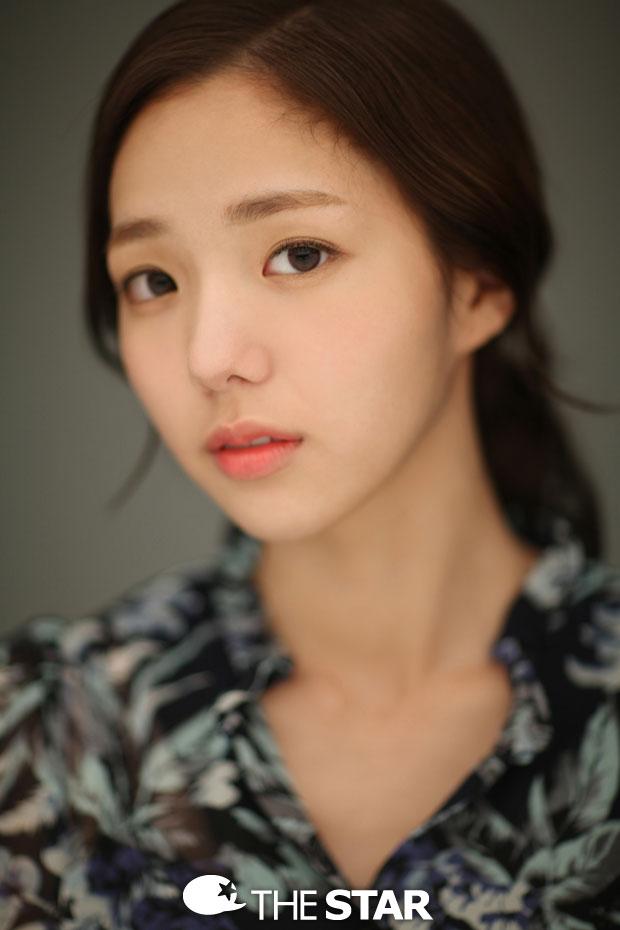 Tags: K-Drama, Chae Soo-bin, Brown Background
