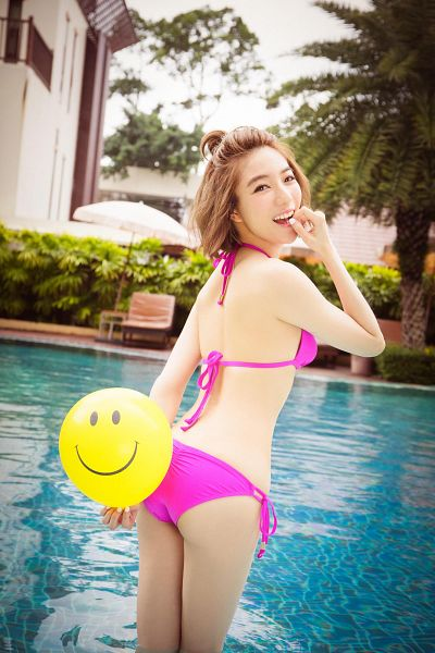 Tags: C-Pop, Popu Lady, Chen Tingxuan, Water, Suggestive, Balloons, Tree, Medium Hair, Plant, Bikini, Swimming Pool, Android/iPhone Wallpaper
