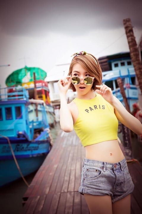 Tags: C-Pop, Popu Lady, Chen Tingxuan, Jeans, Blue Shorts, Denim Shorts, Glasses, Sunglasses, Shorts, Thai Hot!