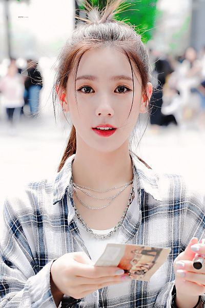 Tags: K-Pop, (G)-I-DLE, Cho Miyeon, Holding Object, Plaided Jacket, Gray Jacket, Hair Up, Nail Polish, Ponytail, Make Up, Necklace, Gray Outerwear
