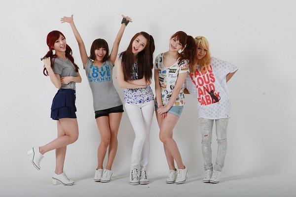 Tags: K-Pop, Chocolat, Soa, Juliane, Tia, Jaeyoon, Melanie, Bare Legs, Shoes, Blue Skirt, High Heels, Crossed Arms