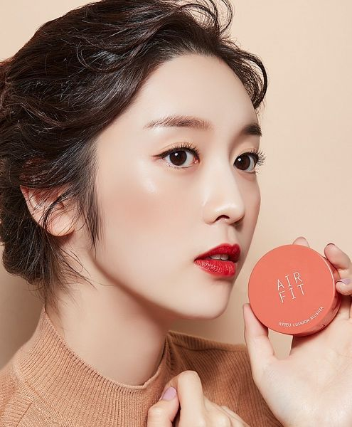 Tags: K-Drama, Choi Bae-young, Hair Up, English Text, Hand On Chest, Simple Background, Red Lips, Text, Make Up, Brown Background, A'pieu