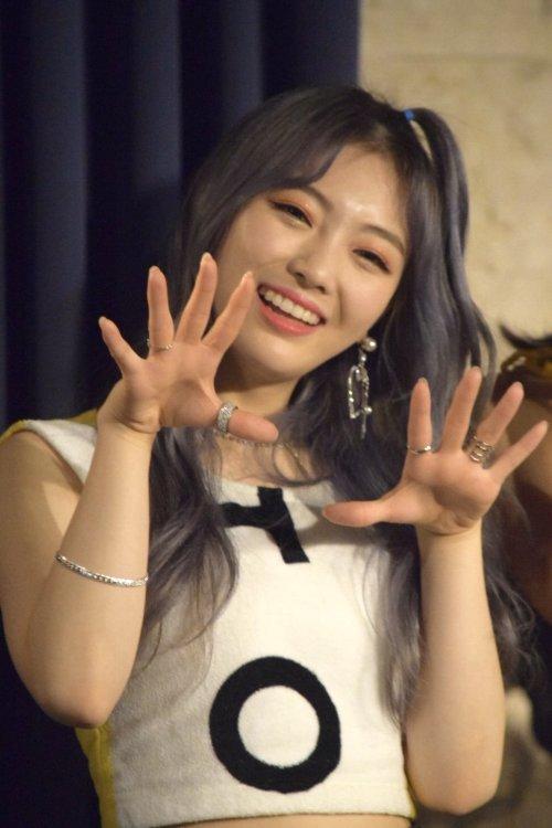 Tags: K-Pop, Saturday, Choi Haneul