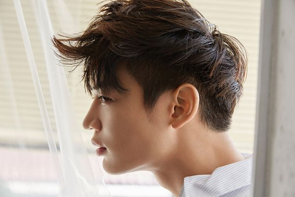 Tags: SM Town, K-Pop, SHINee, Choi Minho, White Outfit, Close Up, Side View, Nylon, Wallpaper