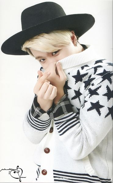 Tags: K-Pop, Got7, Choi Youngjae, Light Background, Sweater, White Background, Heart Gesture, Hat, Android/iPhone Wallpaper, GOT7 365+ Anniversary Photobook, Scan