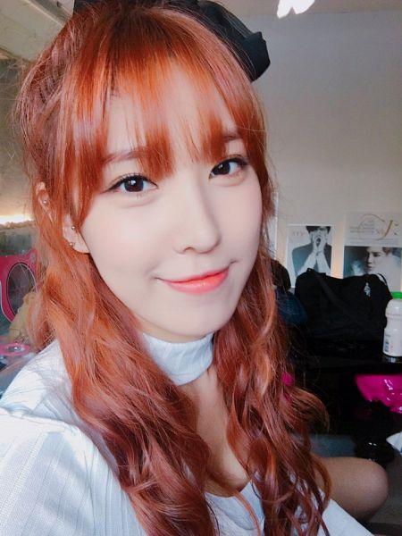 Tags: K-Pop, OhBliss, Chunglyn, Hair Ornament, Red Hair, Bow, Black Bow, Hair Bow, Selca