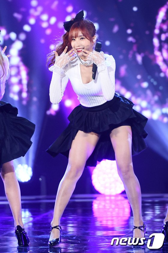 Tags: K-Pop, OhBliss, Chunglyn, Microphone, Black Bow, Cleavage, Stage, Skirt, Black Shorts, Black Skirt, Hair Ornament, Suggestive
