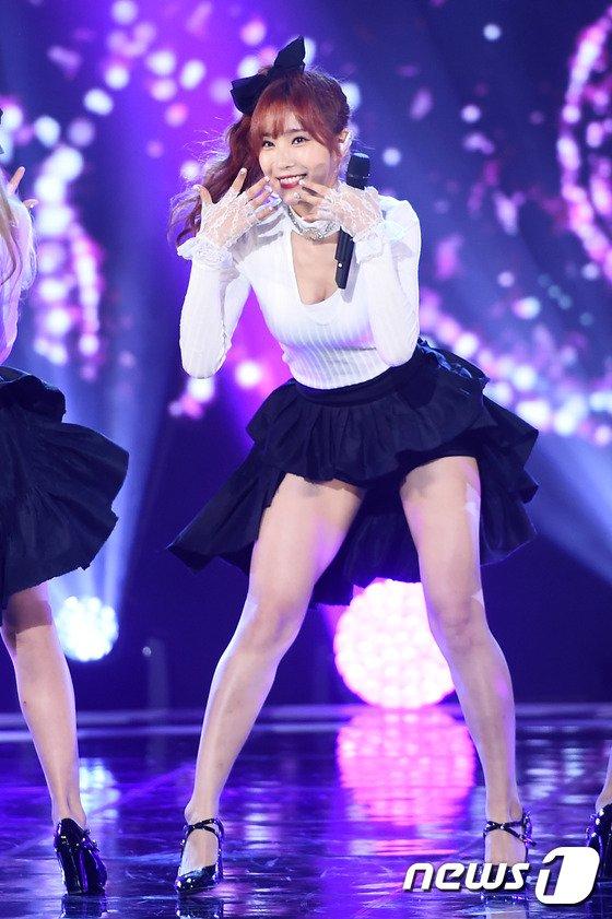 Tags: K-Pop, OhBliss, Chunglyn, Skirt, Black Bow, Cleavage, Stage, Suggestive, Black Shorts, Black Skirt, Hair Ornament, Hair Bow