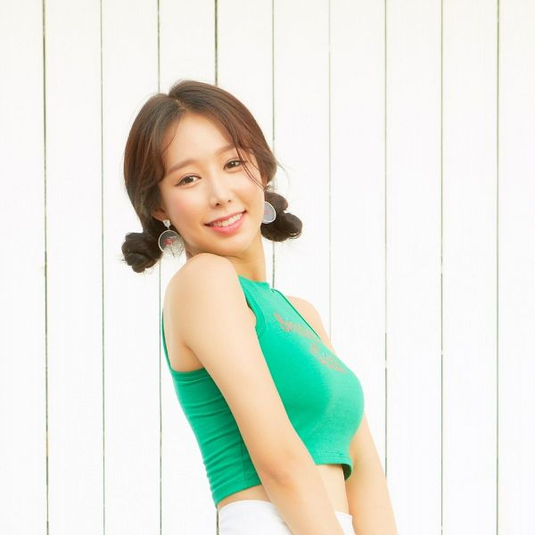 Tags: K-Pop, ICIA, Coca, Twin Buns, Hair Buns, Sleeveless Shirt, Hair Up, Bare Shoulders, Sleeveless, Green Shirt