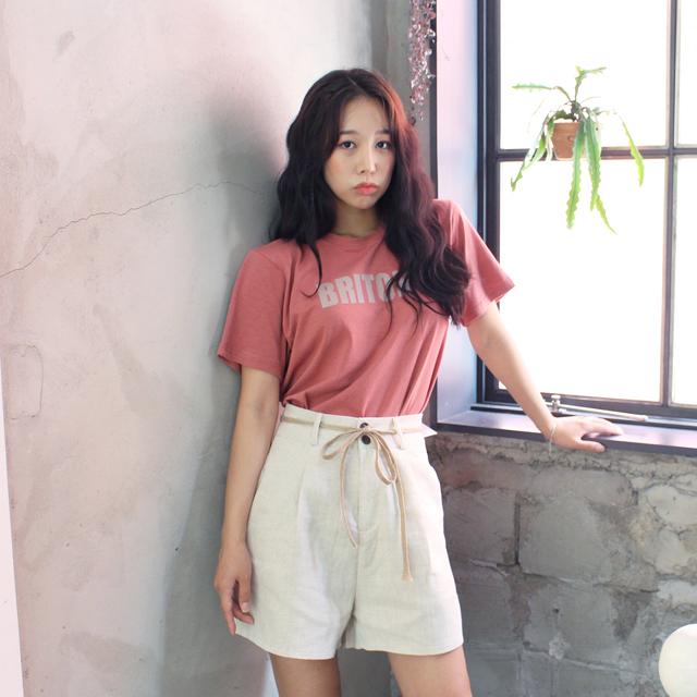 Tags: K-Pop, ICIA, Coca, Window, White Shorts, Pink Shirt, Shorts, Short Sleeves, Bracelet, Black Eyes, Plant