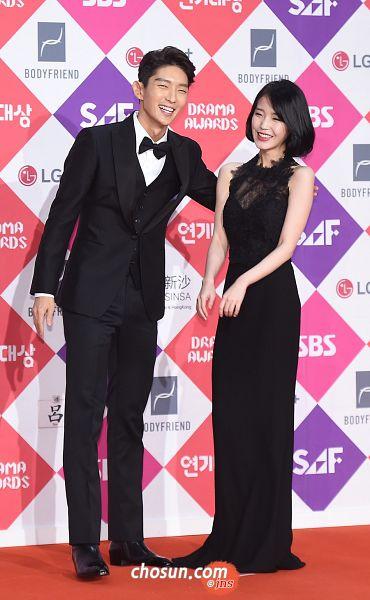 Tags: K-Pop, K-Drama, Lee Jun-ki, IU, Bare Shoulders, Laughing, Looking Ahead, Suit, Black Dress, Vest, Black Outfit, Red Carpet