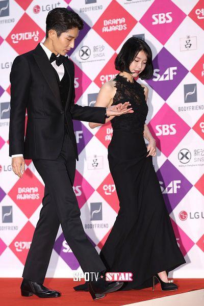 Tags: K-Drama, K-Pop, IU, Lee Jun-ki, Suit, Walking, Sleeveless Dress, Black Dress, Red Lips, Bare Shoulders, High Heels, Black Outfit