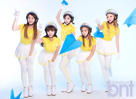 Tags: Crayon Pop, Ellin, Geummi, Soyul, Choa, Way, Yellow Shirt, Shoes, Sneakers, Helmet, Light Background, White Footwear