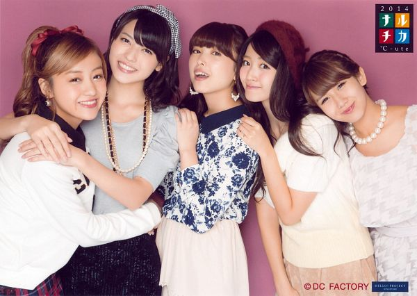 Tags: J-Pop, Cute (Group), Saki Nakajima, Yajima Maimi, Chisato Okai, Airi Suzuki, Mai Hagiwara, Floral Print, Quintet, Pink Background, Hug, Pink Skirt
