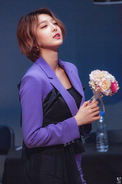 Tags: K-Pop, Dreamcatcher, Dami (Dreamcatcher), Suit, Flower, Purple Outerwear, Holding Object, Table, Black Pants, Purple Jacket, Bouquet, Eyes Closed