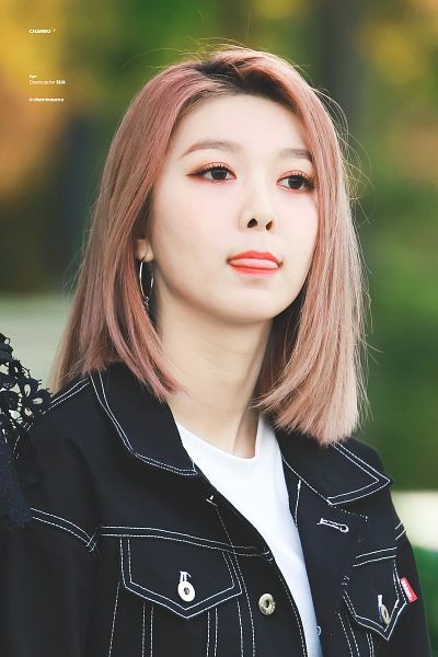 Tags: K-Pop, Dreamcatcher, Dami (Dreamcatcher), Black Jacket, Black Outerwear, Looking Away, Tongue, Buttons, Make Up