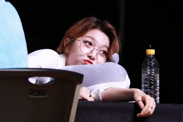 Tags: K-Pop, Dreamcatcher, Dami, Bottle, Looking Away, Straw, Chair, Ring, Table, Toy, Glasses, Stuffed Toy