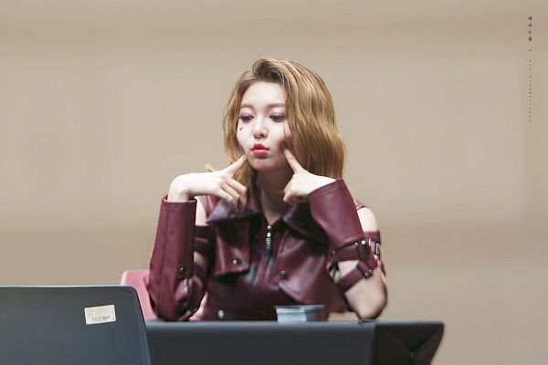 Tags: K-Pop, Dreamcatcher, Dami, Red Shirt, Table, Make Up, Finger To Cheek, Sitting On Chair, Leather Shirt, Looking Down, Chair, Fansigning Event