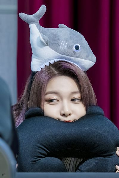 Tags: K-Pop, Dreamcatcher, Dami, Stuffed Animal, Looking Away, Chair, Hairband, Stuffed Toy, Curtain, Sitting On Chair, Fansigning Event