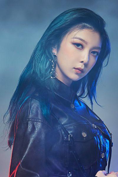 Tags: K-Pop, Dreamcatcher, Dami, Leather Jacket, Smoke, Gray Background