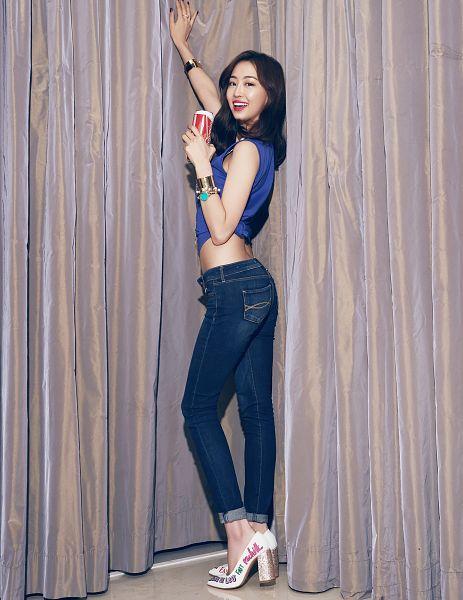 Tags: K-Pop, Starship Entertainment, Sistar, Dasom Kim, Pants, High Heels, Back, Full Body, Crop Top, Standing, Bracelet, Jewelry