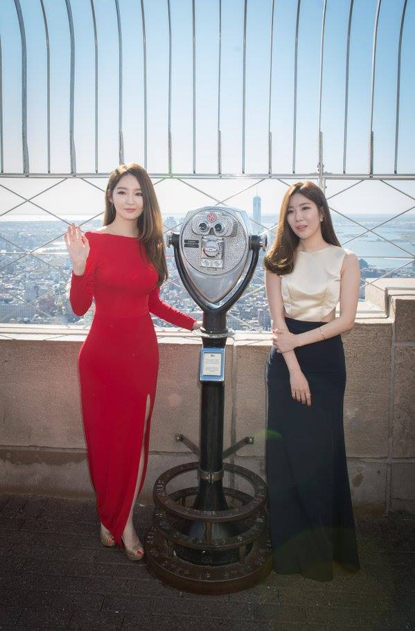 Tags: K-Pop, Davichi, Kang Minkyung, Lee Haeri, White Dress, Hand On Arm, Wave, Two Girls, White Outfit, Dress Slit, High Heels, Red Outfit