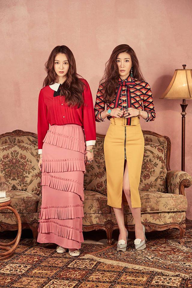 Tags: K-Pop, Davichi, Kang Minkyung, Lee Haeri, Full Group, Brown Skirt, Bracelet, Two Girls, Ring, Brown Footwear, Skirt, Duo