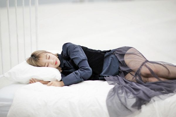 Tags: K-Pop, Berry Good, Daye, Bed, Blonde Hair, Sleeping, See Through Clothes, Medium Hair, On Bed, Blue Shirt, Eyes Closed, Veil