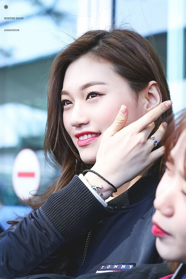 Tags: K-Pop, I.O.I, Doyeon, Black Outerwear, Hand In Hair, Looking Up, Ring, Red Lips, Bracelet, Black Jacket, Winter Daisy