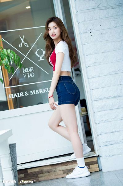 Tags: K-Pop, Weki Meki, Doyeon, Jeans, Sneakers, Shoes, Bare Legs, Bracelet, Walking, Socks, From Below, Midriff