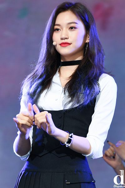 Tags: K-Pop, Weki Meki, Doyeon, Choker, Black Dress, Red Lips, Bracelet, Black Outfit, Close Up, Dispatch