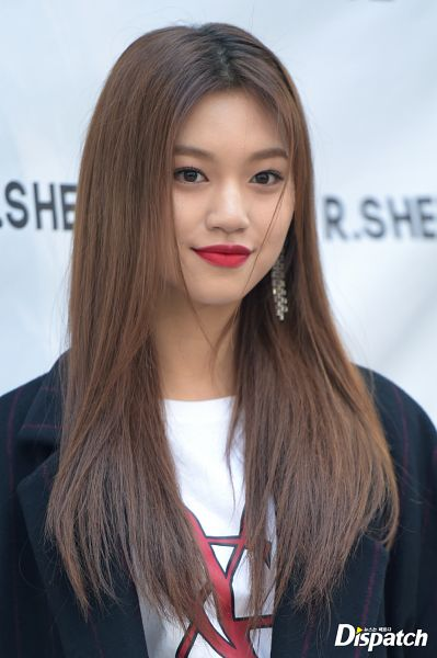 Tags: K-Pop, Weki Meki, Doyeon, Close Up, Red Carpet, Red Lips, Dispatch