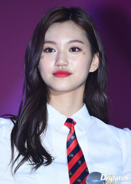 Tags: K-Pop, Weki Meki, Doyeon, Close Up, Tie, Collar (Clothes), Red Lips, Dispatch