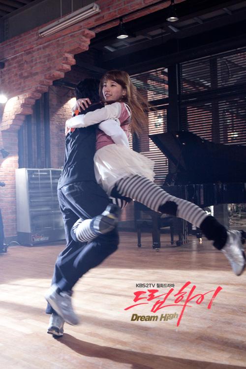 Tags: K-Drama, K-Pop, Miss A, Kim Soo-hyun, Bae Suzy, Duo, Dancing, Holding Close, Hug, Dream High