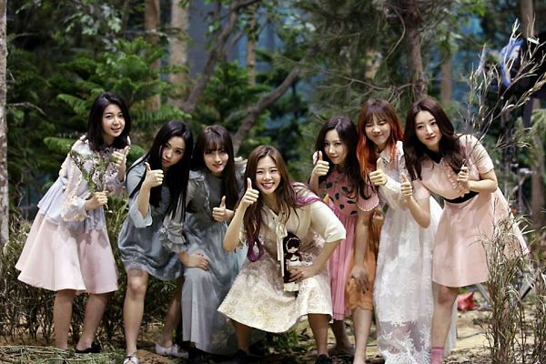 Tags: K-Pop, Dreamcatcher, Lee Siyeon, Sua, Jiu, Lee Gahyeon, Dami (Dreamcatcher), Handong, Kim Yoohyeon, Tree, Plant, Full Group
