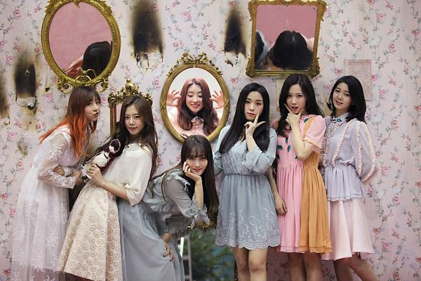 Tags: K-Pop, Dreamcatcher, Handong, Kim Yoohyeon, Lee Siyeon, Sua, Jiu, Lee Gahyeon, Dami (Dreamcatcher), Doll, Full Group, Glass