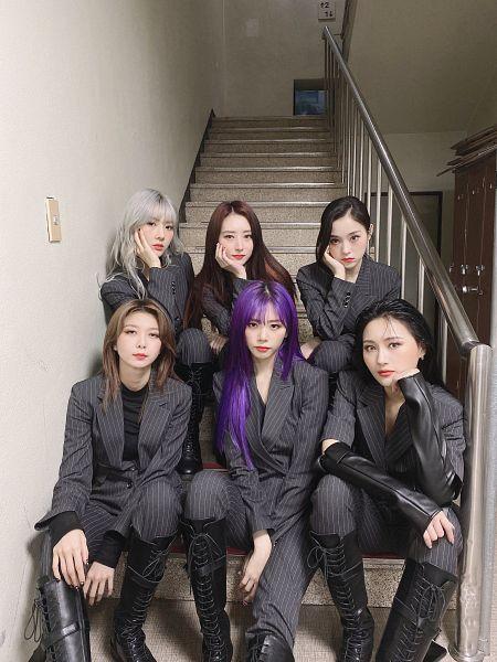 Tags: K-Pop, Dreamcatcher, Lee Gahyeon, Dami, Kim Yoohyeon, Lee Siyeon, SuA, Jiu, Gray Hair, Hand On Head, Gray Outerwear, Knee Boots