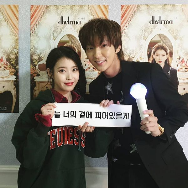 Tags: K-Pop, K-Drama, IU, Lee Jun-ki, Lightstick, Korean Text, Duo, Black Jacket, Black Outerwear, Red Lips, Green Hoodie, Ring